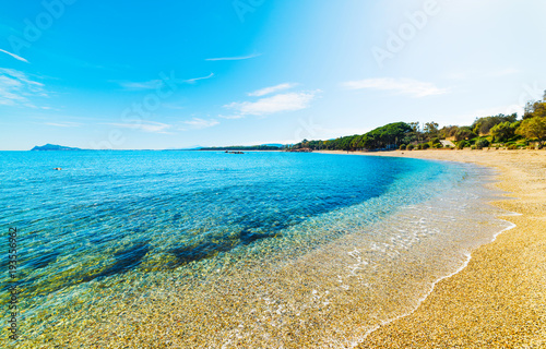 Błękitny morze w Santa Maria Navarrese brzeg