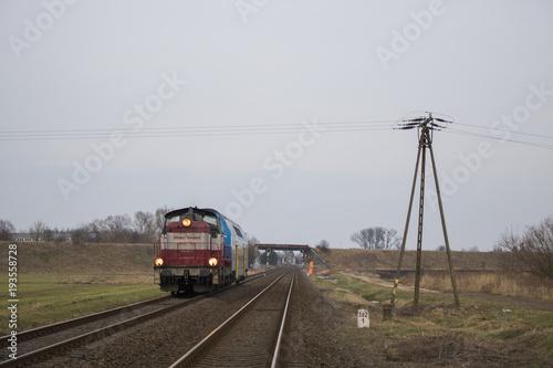 Fototapeta SU42-504 z pociągiem REGIO do Kostrzyna wyjeżdża z Gorzowa Wielkopolskiego :)