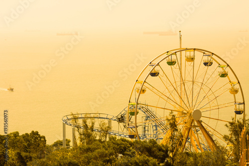 Fotobehang Amusementspark Ferris Wheel at amusement park, Ocean Park, Hong Kong, China