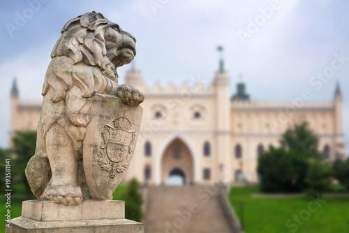Zdjęcia na płótnie, fototapety na wymiar, obrazy na ścianę : Royal castle in Lublin with guarding lion scrupture, Poland