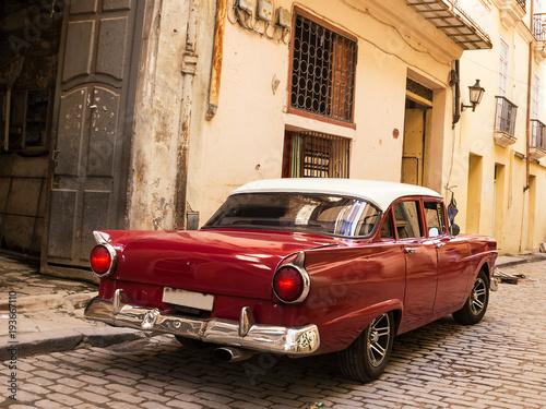 fototapeta na ścianę Back Red old and classical car in road of old Havana (Cuba)