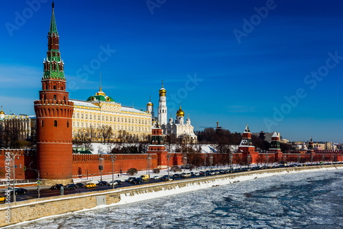 Kremlin i Ivan Wielki Dzwonkowy wierza przy zimą w Moskwa, Rosja