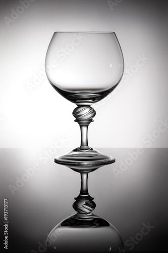 szklo-brandy-w-podswietlenie-z-refleksji