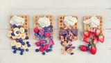 süße Waffeln mit Früchten und Schokolade - 193790543