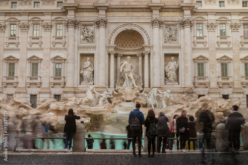 Tuinposter Rome Travi Fountain with tourists