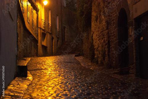 Aluminium Smalle straatjes Nighttime street Brittany