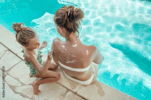 Foto Murales girl with mother sunbathing