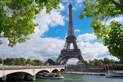 Fotobehang Eiffeltoren eiffel tour over Seine river