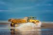 camion de chantier dans l'eau