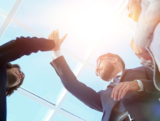 Successful business people handshaking closing a deal © FotolEdhar
