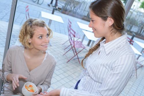 Fototapeta girls at cafe terrace