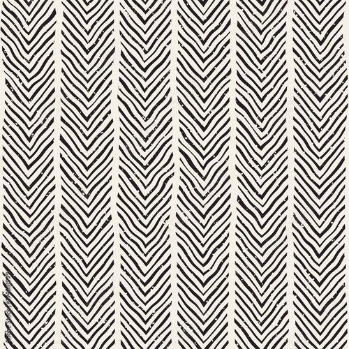 Hand drawn style seamless pattern. Abstract geometric tiling background in black and white. Vector doodle line lattice - 194018999