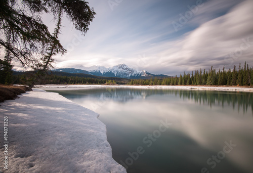 Fotobehang Canada The Athabasca River flooding during the spring thaw in Jasper, Alberta