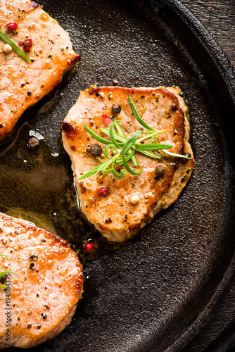 Aluminium Steakhouse Beef steak with pepper on grill pan