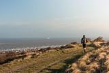 joggeur sur la côte - 194090367