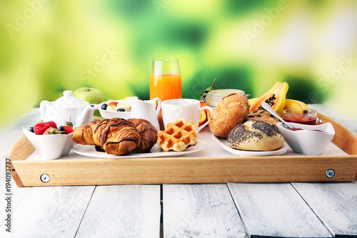 Foto op Canvas Sap Breakfast served with coffee, orange juice, croissants and fruits. Balanced diet.