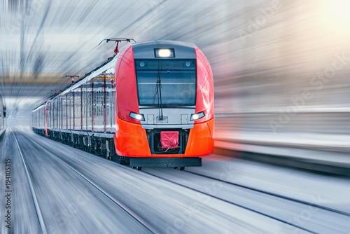 Nowoczesny szybki pociąg.