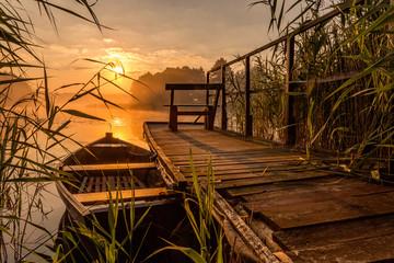 Sunrise by the lake © olaes