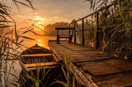 Tuinposter Zee zonsondergang Sunrise by the lake