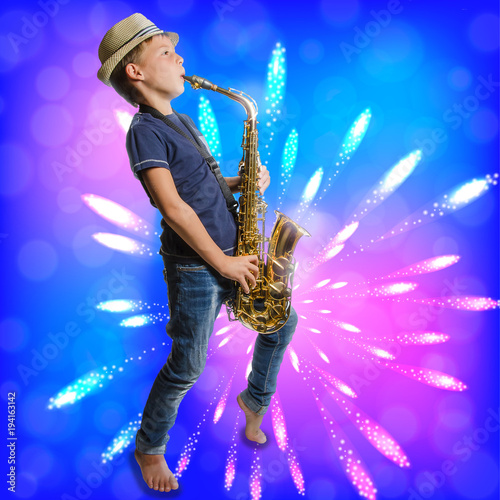 Leinwanddruck Bild teenager playing saxophone