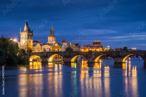Tuinposter Praag Charles bridge in Prague city - night view