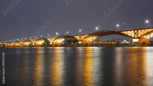 Papiers peints Seoul Night view of a bridge, Seoul