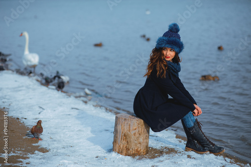 portrait-of-a-beautiful-young-woman-on-a-winter-day