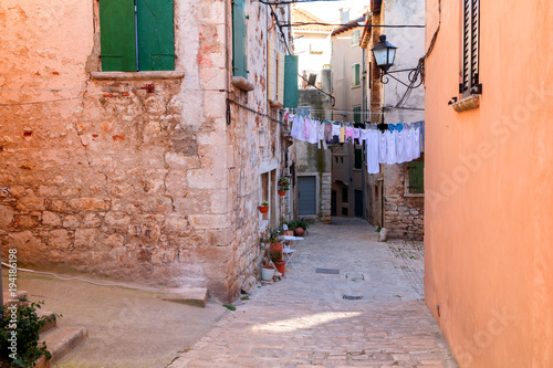 Fototapeta Calm, peaceful little tight narrow streets and colorful houses of Rovinj town