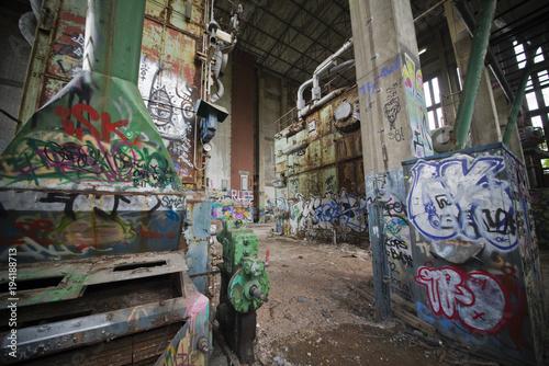 Foto op Plexiglas Graffiti Graffiti in einer alten Fabrik