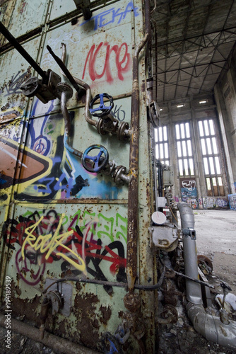 Aluminium Graffiti Graffiti in einer alten Fabrik