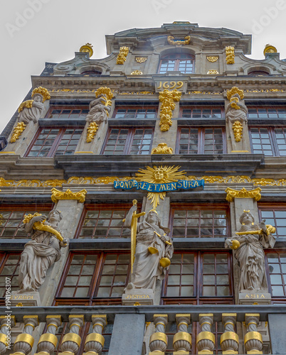 Fotobehang Brussel Facade of the Guilds of Grand Place, Brussels, Belgium