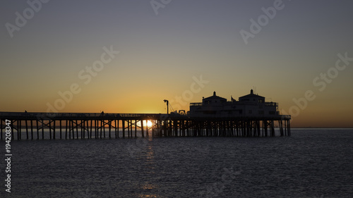 Papiers peints Morning Glory Beach pier at sunrise in Malibu, California
