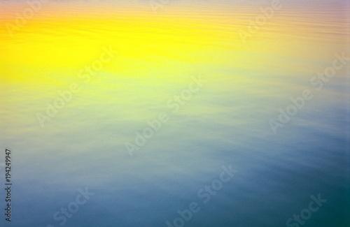 Leinwanddruck Bild Wasseroberfläche mit der Reflexion eines Abendhimmels, Mecklenburg-Vorpommern, Deutschland, Europa
