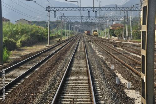 Fotobehang Spoorlijn via di fuga