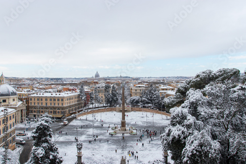 Papiers peints Gris Piazza del Popolo a Roma innevata