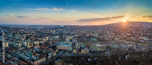 Aluminium Boedapest Budapest, Hungary - Panoramic aerial skyline view of the west Buda side of Budapest with railway station and Buda Hills at background at sunset
