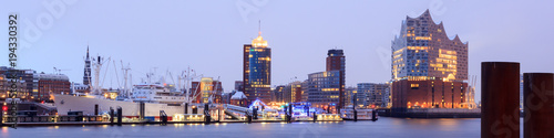 Leinwanddruck Bild Elbe Philharmonic Hall (Elbphilharmonie) and River Elbe panorama in winter at morning with snow in Hamburg, Germany