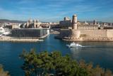 Port de Marseille avec le Mucem et Fort saint Jean , la major , depuis le parc du Pharo ,