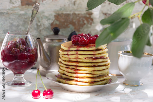 Aluminium Kersen Pancakes and cherry jam