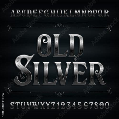 Czcionki alfabetu Vintage srebrny. Stary metal efekt litery i cyfry. Wektor krój pisma dla swojego projektu.