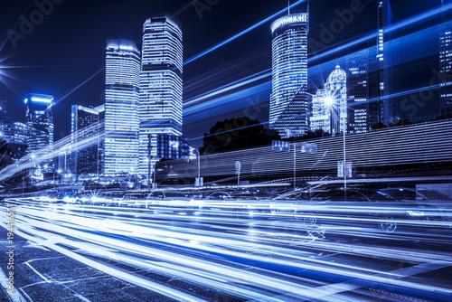 Papiers peints Autoroute nuit Blurred traffic light trails on road