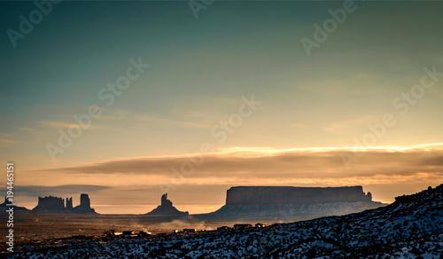 Aluminium Arizona Sunrise in winter at the Monument Valley