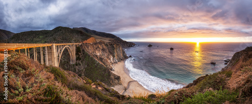 Fototapeta Bixby Creek Bridge on Highway 1 at the US West Coast traveling south to Los Angeles, Big Sur Area, California
