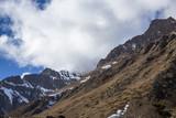 Горный пейзаж, Красивый вид на высокие скалы, живописное горное ущелье, вершины на фоне синего неба. Дикая природа Северного Кавказа, путешествие и туризм - 194509534