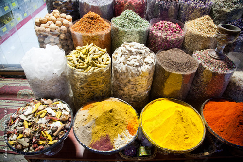 Tuinposter Dubai arabic Spices at the market Souk Madinat Jumeirah in Dubai, UAE