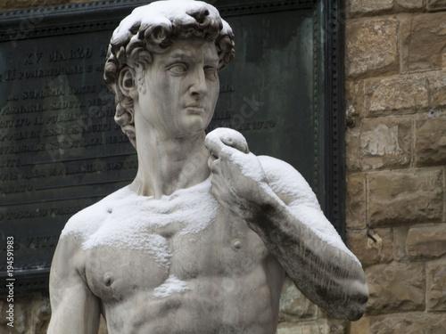Fotobehang Florence Italia, Toscana, Firenze sotto la neve. Il David di Michelangelo in piaza della Signoria.