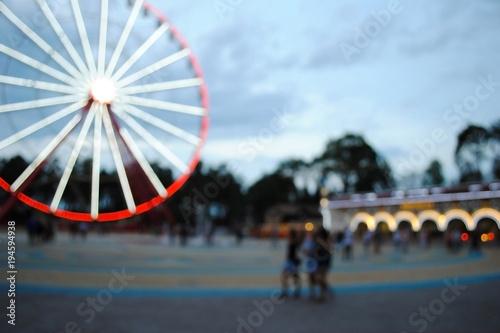 Fotobehang Amusementspark Карусель в парке. Размытая карусель. Парк аттракционов. Эффект боке.