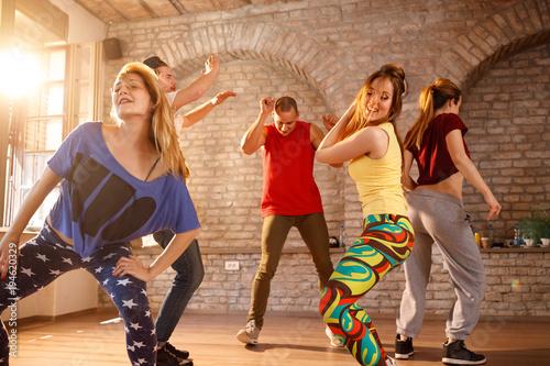 Staande foto Wanddecoratie met eigen foto Dancers dancing in gym together