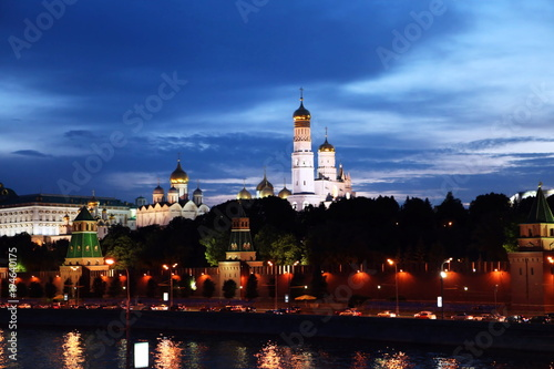Tuinposter Moskou Moscow river and the Moscow Kremlin at night