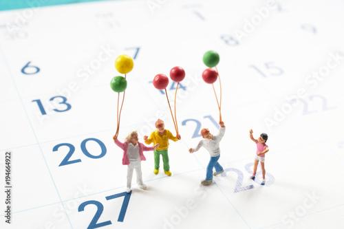 カレンダーとミニチュア人形
